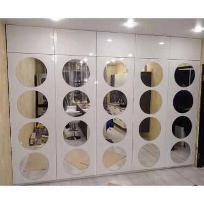 Шкаф с круглыми зеркалами